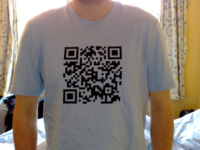 codigos QR en camiseta